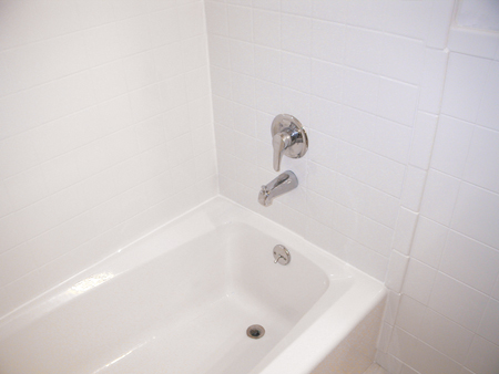bathtub and tile surround after refinishing